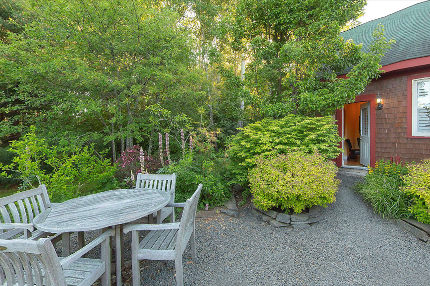 The Bailey House Coach House Backyard